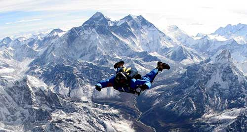 Soloskydiving in Mount Everest